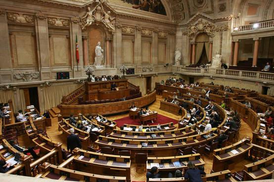Parlamento recusa licenciados de bolonha p a m for Parlamento on line